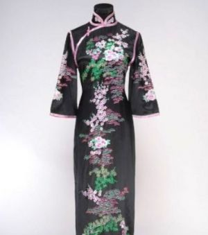 The Hong Kong Museum of History cheongsam exhibit.jpg