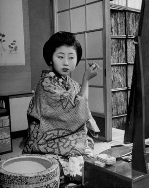 Vintage black and white photography - Japanese geisha getting ready.jpg