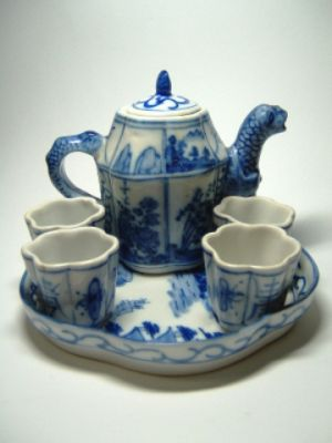 blue and white chinese-tea-set.jpg
