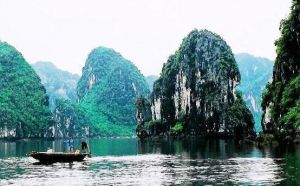 luscious travel - halong-bay-vietnam.jpg