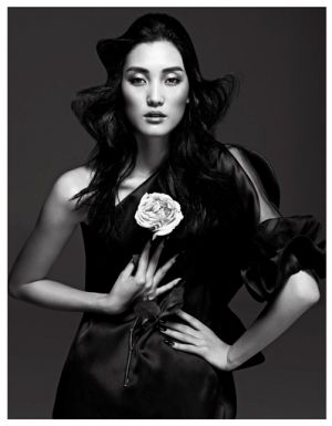 Lina-Zhang-by-Yin-Chao-for-Harpers-Bazaar-China-April-2013.jpg