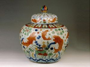 Chinese-porcelain-Covered-jar-decorated-with-goldfish-and-aquatic-plants.jpg