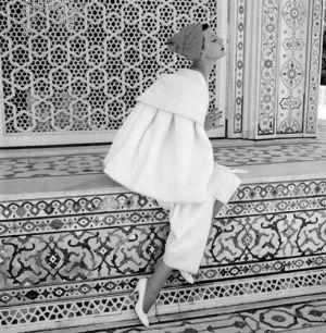 Norman-Parkinson-Barbara-Mullen-India-Vogue-1956.jpg