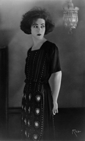 Images of black and white - Arthur Rice  Alla Nazimova circa 1921.jpg