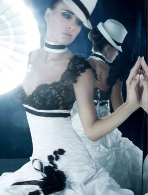 maxchaoulcouture.com - Black and white wedding dress.png