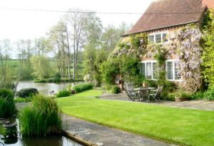 Tickerage Mill near Uckfield East Sussex - Vivien Leigh - garden and house pictures.jpg