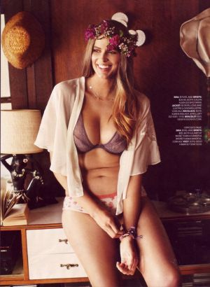 Robyn Lawley by Steven Chee for Cosmopolitan Australia February 2012