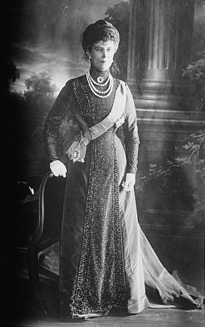 Mary_of_Teck_ - elegant and ladylike - royal pearl photos.jpg