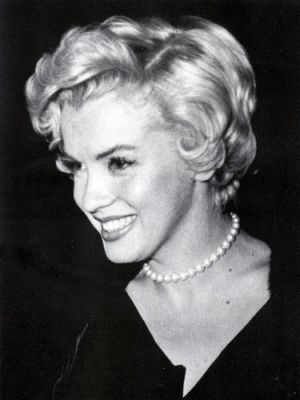 ladylike pearl necklaces earrings bracelets - marilyn-monroe-pearls.jpg