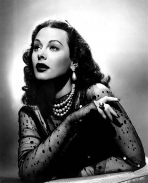 pearls-hedy-lamarr-with-black-chiffon - pearl jewellery photos via mylusciouslife.jpg