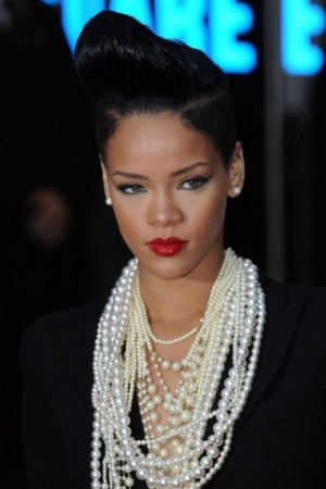 pearls-rihanna - pearl jewellery photos via mylusciouslife.jpg