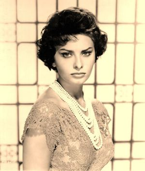 sophia loren13- pearls for elegant weddings - pictures of pearls.jpg