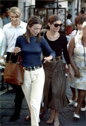 Jackie Kennedy Onassis with sister Lee Radziwill.jpg