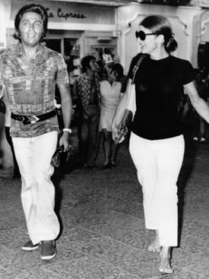 Jacqueline Kennedy Onassis and designer Valentino in Capri Italy - Aug 24 1970.jpg