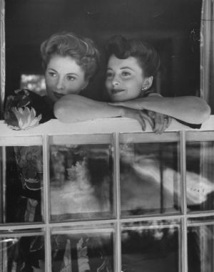 Joan Fontaine and Olivia de Havilland look out over Beverly Hills from Fontaine's home in 1942