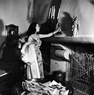 Vivien Leigh - Gone With the Wind Oscar - 1939 Best Actress - the fireplace at her Los Angeles home