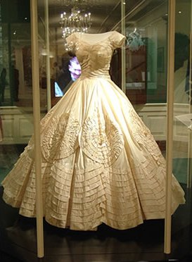 Style icon jacqueline bouvier kennedy onassis for Jackie kennedy inspired wedding dress