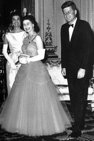 Fashion photos of Jackie Kennedy Onassis - jfk and jacqueline kennedy with queen elizabeth.jpg