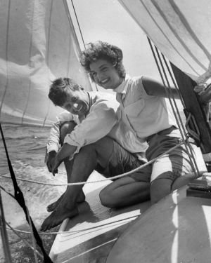 Jacqueline Bouvier Kennedy Onassis fashion - The young Kennedy couple sailing.jpg