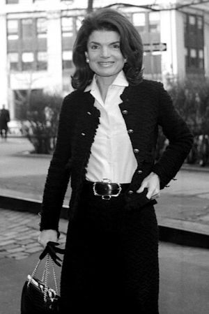 Older jackie bouvier kennedy onassis off to work.jpg