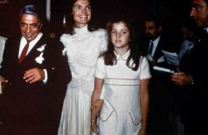 Pictures of Jackie Bouvier Kennedy Onassis - jacqueline-onassis with ari and caroline.jpg