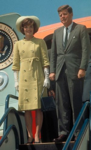Pictures of Jackie Kennedy dress - jackieo.jpg
