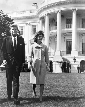 Pictures of Jackie Kennedy dress - john-and-jackie-kennedy-at-white-house.jpg