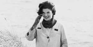 Pictures of Jackie Kennedy fashion icon - jackie-onassis-kennedy in the wind.jpg