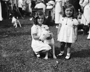 jackie bouvier kennedy onassis and sister as children.jpg