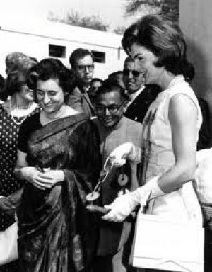 jackie bouvier kennedy onassis in india.jpg