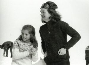jackie bouvier kennedy onassis with caroline in the snow.jpg