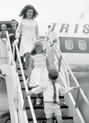 jackie-kennedy-arrives-in-ireland-land-of-her-maternal-ancestors-in-june-of-1967.jpg