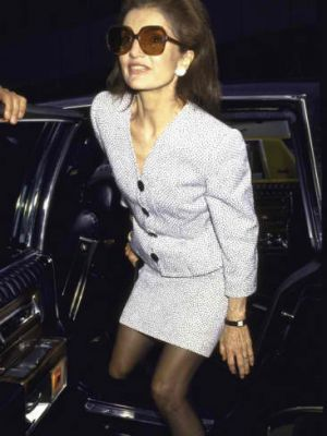 jackie-kennedy-onassis getting out of a car.jpg