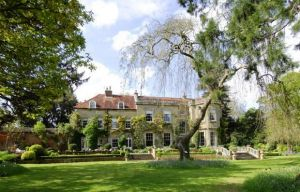 Sonning Eye in Oxfordshire garden view - the new home of Amal and George Clooney.JPG