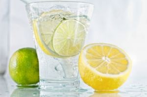 A healthy life - images - Glass of water with lemon and lime.jpg