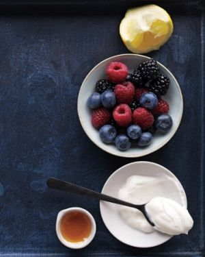 A healthy life - pictures - berry-yogurt-honey.jpg