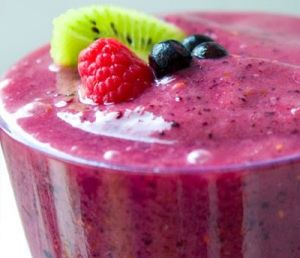 IMAGES Wednesday Weight blog series - A healthy life - Kiwi berry organic smoothie.jpg