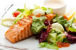 Pictorial inspiration - Ideas for losing weight - salmon and salad for dinner.jpg