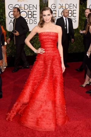 Golden Globes 2015 fashion - Allison Williams.jpg