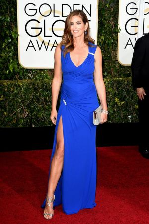 Golden Globes 2015 fashion - Cindy Crawford in Versace.jpg