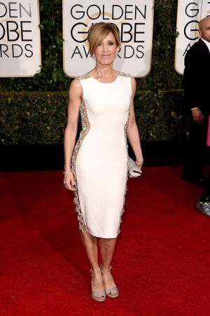 Golden Globes 2015 fashion - Felicity Huffman in Lorena Sarbu.jpg