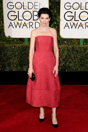 Golden Globes 2015 fashion - Julianna Margulies in Ulyana Sergeenko.jpg