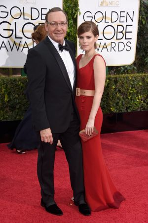 Golden Globes 2015 fashion - Kevin Spacey and Kate Mara.jpg