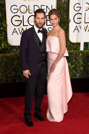 Golden Globes 2015 fashion - Matthew and Camilla McConaughey.jpg