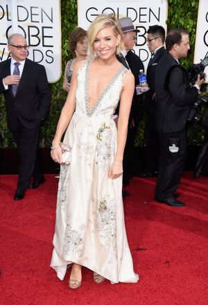 Golden Globes 2015 fashion - Sienna Miller in Miu Miu and Tiffany jewellery-c14.jpg