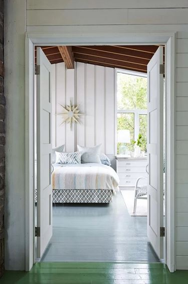 STYLISH HOMES: Sarah\'s Rental Cottage, near Parry Sound in Georgian ...