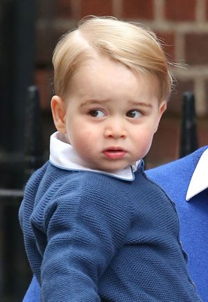 Prince George arrives to meet his new sister.jpg