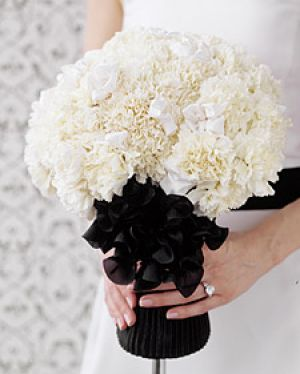 Floral fancy - mylusciouslife.com - White carnation bouquet - Martha Stewart.jpg