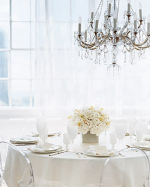 c94-Martha Stewart - White Wedding Centerpiece.jpg