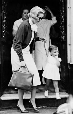 grace kelly with the hermes kelly bag3.jpg